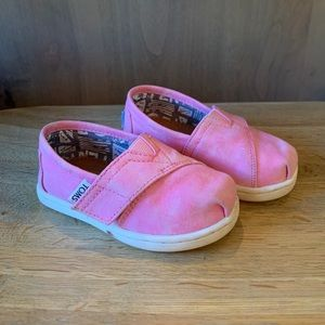 Girls Toddler Toms shoes size 5 pink